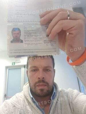 Fake Italian passport